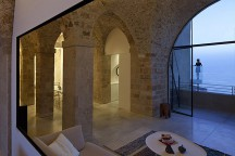 Ascetic_Apartment_In_Old_Jaffa_Pitsou_Kedem_afflante_0