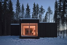 Four-cornered_Villa_Avanto_Architects_afflante_main