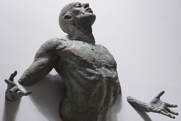 Sculptures_Embedded_in_Gallery_Walls_Matteo_Pugliese_main