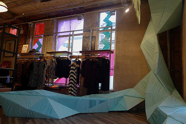 Urban_Outfitters_Installation_Alexander_Mulligan_Claire-Anne_OBrien_afflante_com_0