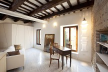Small_Apartment_in_Rome_Sarah_Chimarelli_and_Giorgio_Opolka_afflante_com_0