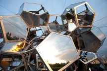 Cloud_City_at_Metropolitan_Museum_New_York_Tomas_Saraceno_afflante_com_0