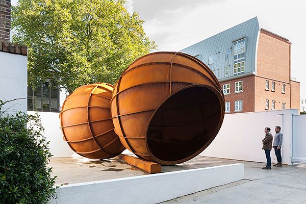 Anish_Kapoor_at_Lisson_Gallery_London_afflante_com_0