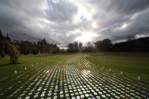 Lighting_Installation_at_Waddesdon_Made_Of_More_Than_50000_CD_Bruce_Munro_afflante_com_0