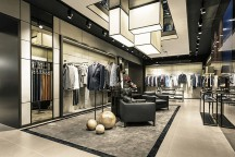 BOSS_Store_Paris_Avenue_des_Champs-Elysee_Hollin_plus_Radoske_afflante_com_0