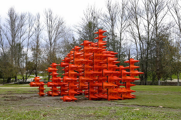 I-cone_Installation_Made_From_Traffic_Cones_Like_Architects_afflante_com_0